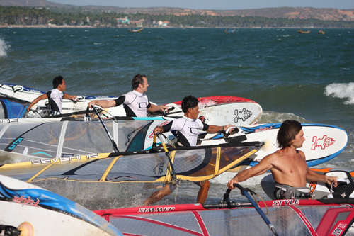 Running start at Jibes / pic: windsurf-vietnam.com