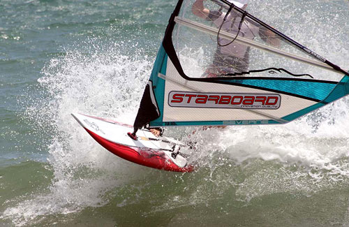 A little ride after a hard race (pic: www.windsurf-vietnam.com).