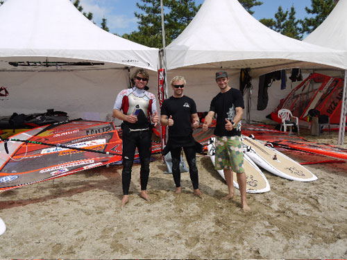 Bjorn, Jesper and myself in front of the equipment tent! (pic: Victor Couto)