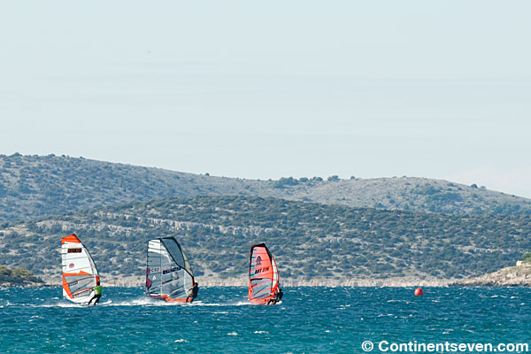 Full speed on the first leg of the downwind Slalom (Pic: Kerstin Reiger)