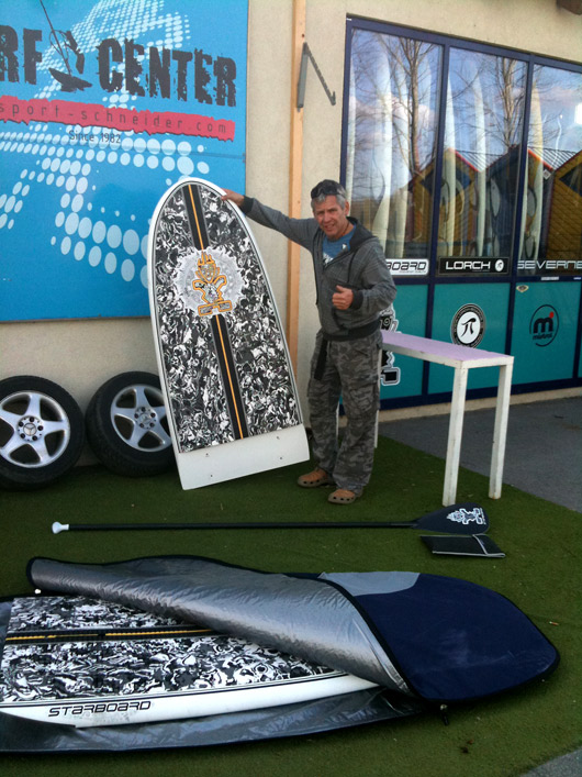 "The 11'2"" x 30"" Camo Black half packed in an iSONIC large day bag. Easy!"