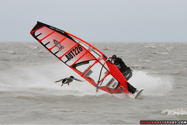 The real Duck Jibe on Lake Neusiedler (Pic: windkraftsport).