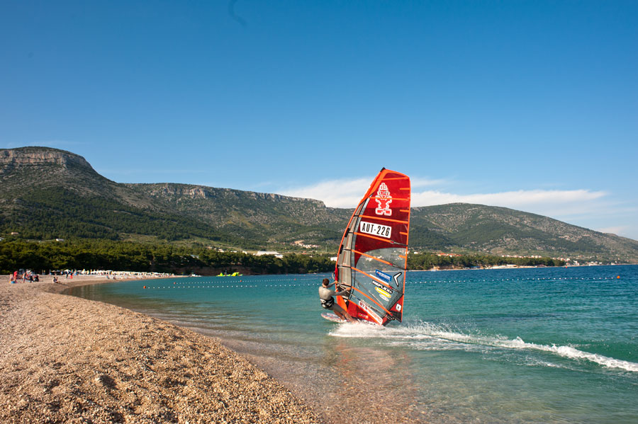 Cruising next to the Golden Cape, the famous Zlatni Rat (Pic: Kerstin Reiger).