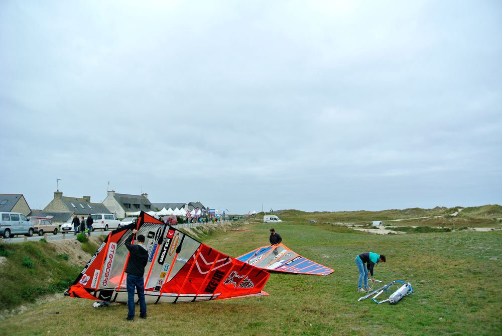 Rigging in the green with a view to the event site and on the dunes (Pic: Kerstin Reiger)