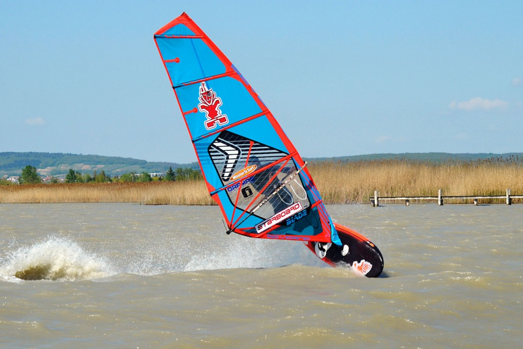 Air Jibing at Weiden am See, Lake Neusiedl (Pic: Kerstin Reiger)